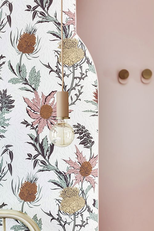 Papier peint Thistle de Cole and Son disponible chez Au fil des Couleurs - © Shoootin