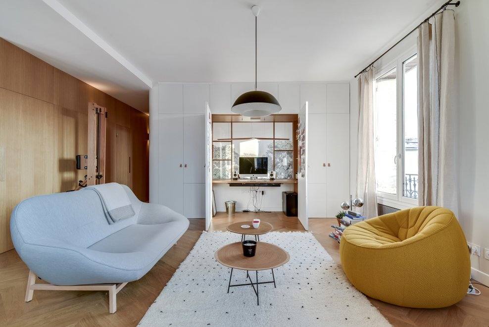 un appartement avec un bureau cach dans le salon par l agence transition interior design blog. Black Bedroom Furniture Sets. Home Design Ideas